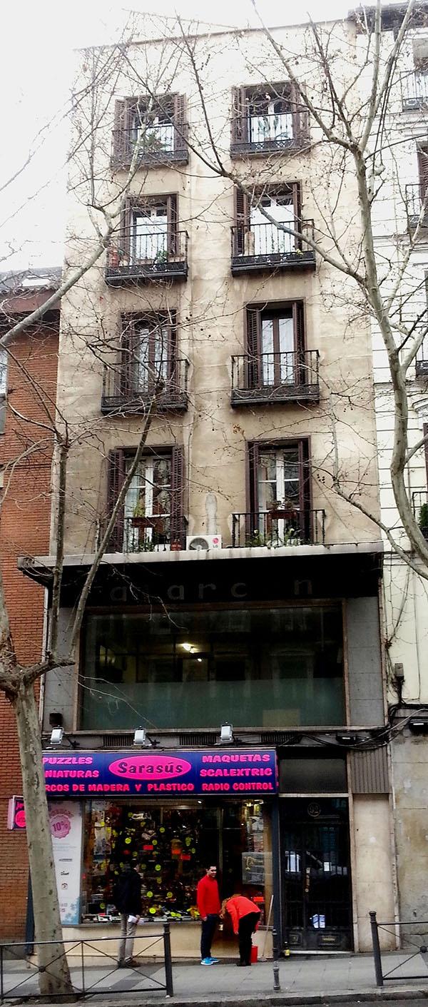 Imagen actual del edificio construido por Velasco en Atocha 90 (hoy 92), que acogió su segundo museo