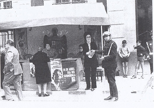 """Stand during the first national """"Day for the Subnormal"""" in the city of Albacete (1971). The slogan included in the poster designed for that year said: """"Other worlds exist, help him to find them"""", (Boletín de la FEAPS, 19, 1971, p.14)"""
